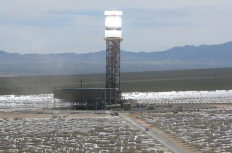 Nhà máy điện năng lượng mặt trời lớn nhất thế giới phát điện lần đầu tiên
