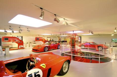 Tham quan nhà máy sản xuất xe của Ferrari