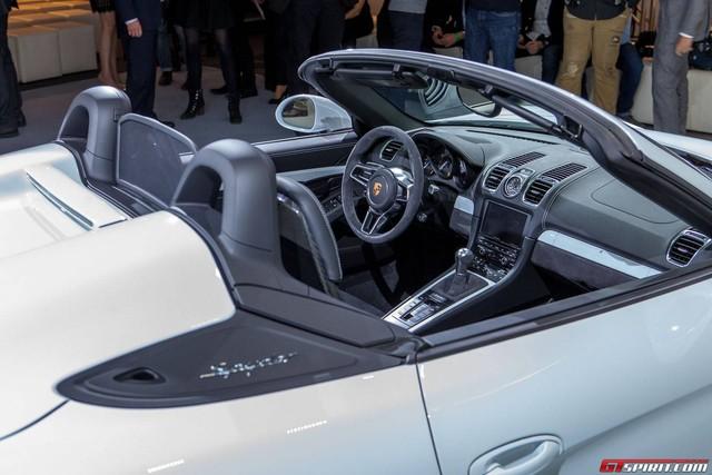 Porsche Boxster Spyder 2016 Khong dieu hoa, khong radio-4