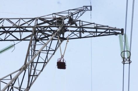 Ứng dụng công nghệ sửa chữa đường dây 500kV đang mang điện