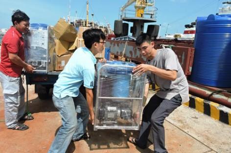 Máy biến nước biển thành nước ngọt được đưa ra nhà giàn DK1