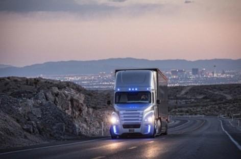 Xe tải tự lái đầu tiên trên thế giới