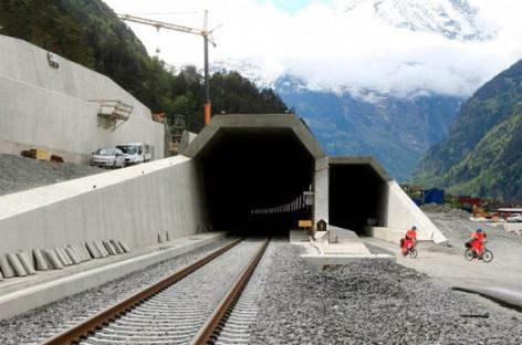Gotthard Base phá vỡ kỷ lục hầm đường sắt dài nhất thế giới