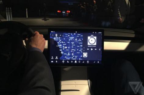 Elon Musk: Model 3 sẽ có hệ thống điều khiển giống như tàu vũ trụ tương lai