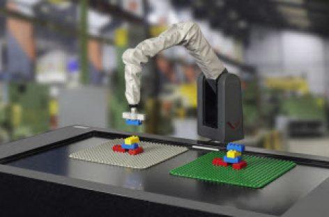 [Hannover Messe 2017] DUPLOcator, Robot có khả năng tự thao tác sau khi theo dõi, nhận dạng quá trình thực hiện công việc