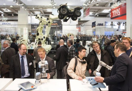 robot-khuay-dao-hoi-cho-hannover-messe-2017