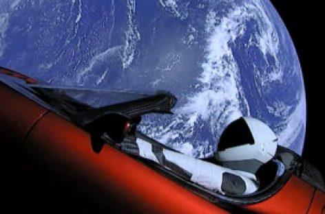 Chiếc Tesla Roadster của Elon Musk đang trên đường tới sao Hoả