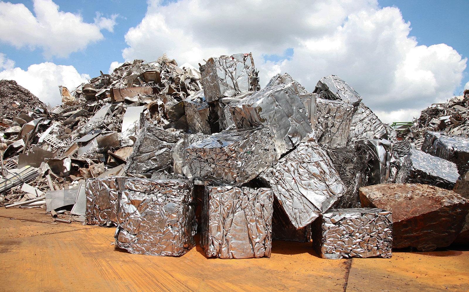 Sản xuất thép từ phế liệu